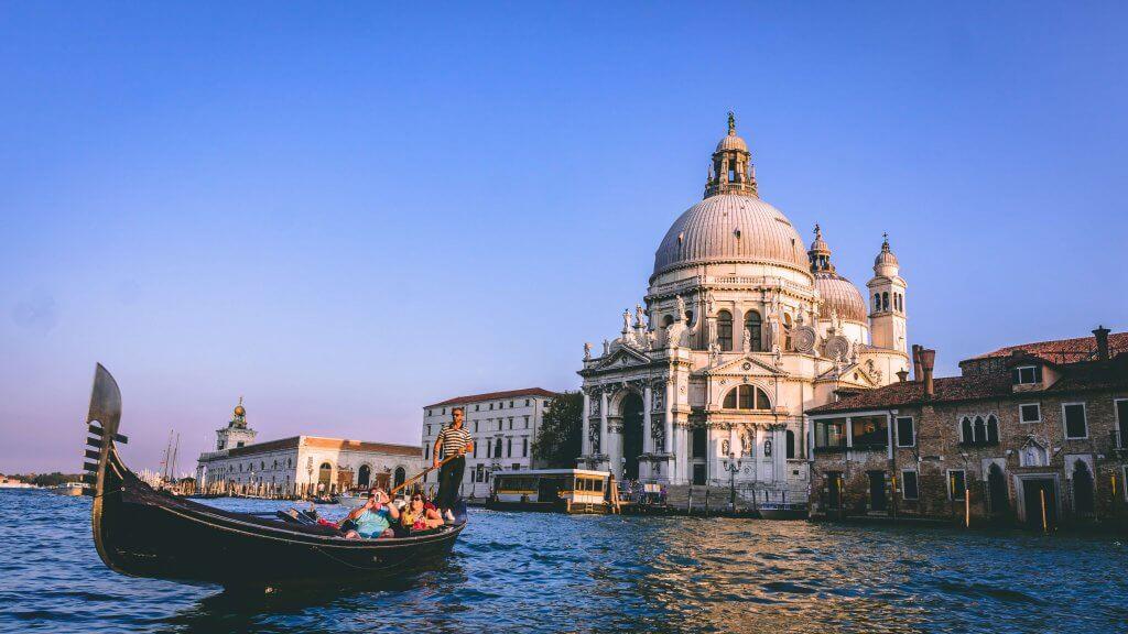 gondola con basilica venezia